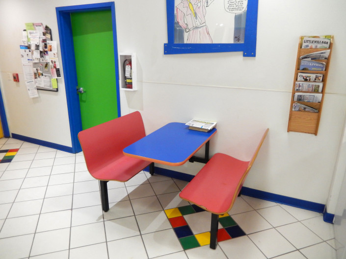 Table waiting area at Laundromania in North Liberty, Iowa