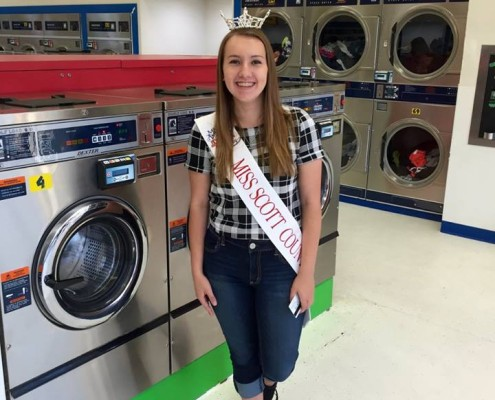 Miss Scott County, Alysa Goethe, serving with us at the free laundry event